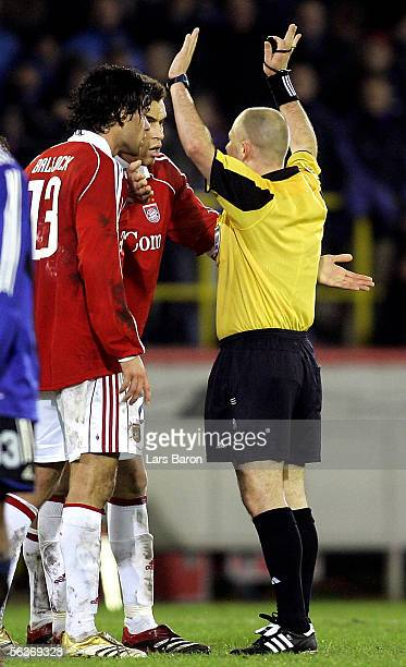 Referee Laurent Duhamel of France talks with Michael Ballack and Valerien Ismael of Munich after the Champions League Group A match between Club...