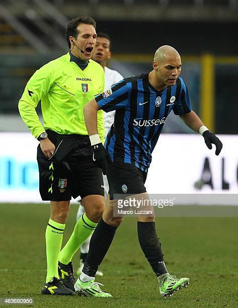 Referee Luca Banti disputes with Yohan Benalouane of Atalanta BC during the Serie A match between Atalanta BC and FC Internazionale Milano at Stadio...