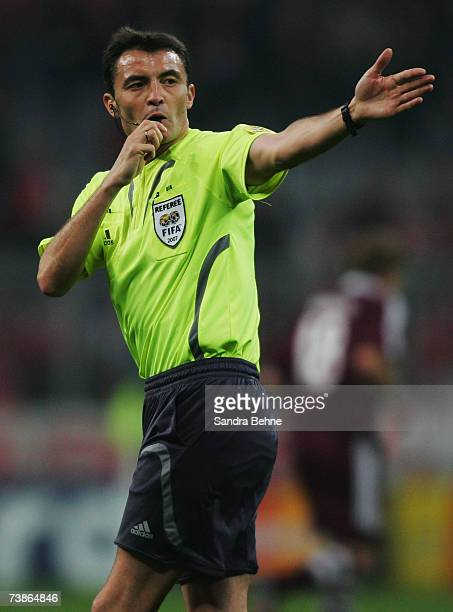 Referee Manuel Enrique Mejuto Gonzalez gestures during the UEFA Champions League quarter final second leg match between Bayern Munich and AC Milan at...