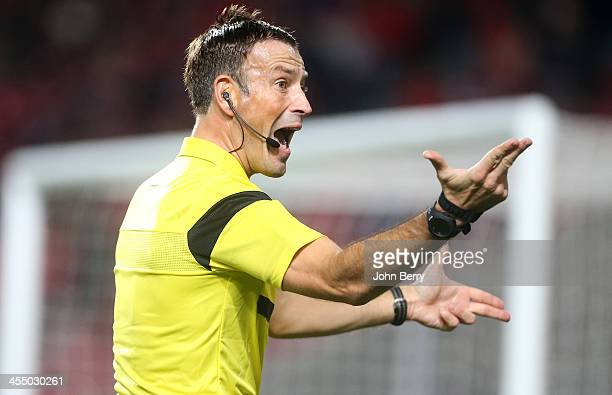 Referee Mark Clattenburg in action during the UEFA Champions League match between SL Benfica and Paris SaintGermain FC at the Estadio de la Luz...