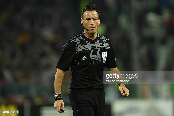 Referee Mark Clattenburg of Great Britain looks on durig the UEFA Europa League semi final match between Juventus and SL Benfica at Juventus Arena on...