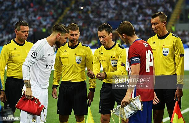 Referee Mark Clattenburg tosses the coin with captains Sergio Ramos of Madrid and Gabi of Athletico during the UEFA Champions League Final match...