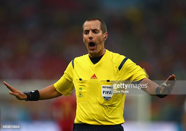 Referee Mark Geiger gestures during the 2014 FIFA World Cup Brazil Group B match between Spain and Chile at Maracana on June 18 2014 in Rio de...