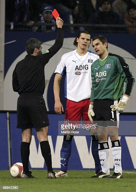 Referee Markus Merk shows Daniel van Buyten the red card during the Bundesliga match between Hamburger SV and VfB Stuttgart at the AOL Arena on...