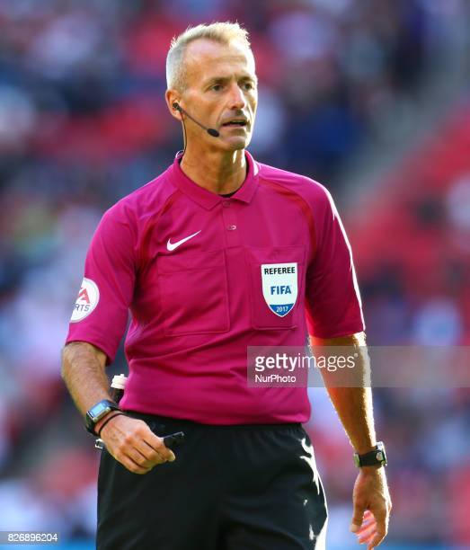 Referee Martin Atkinson during the Friendly match between Tottenham Hotspur and Juventus at Wembley stadium London England on 5 August 2017