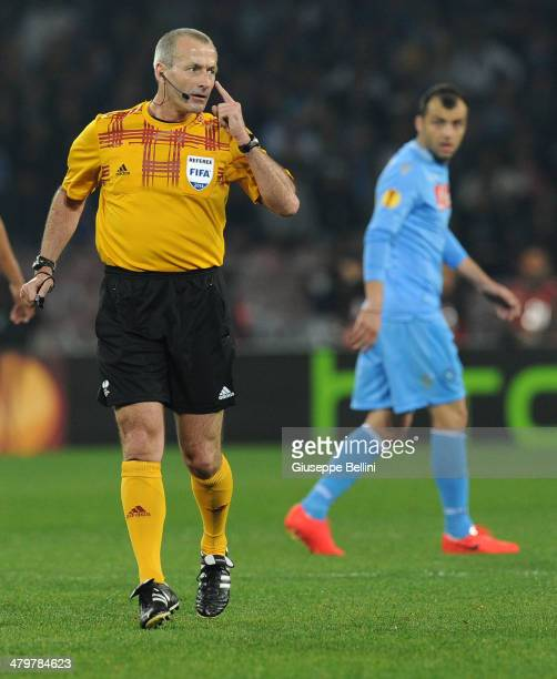 Referee Martin Atkinson during the UEFA Europa League Round of 16 match between SSC Napoli and FC Porto at Stadio San Paolo on March 20 2014 in...