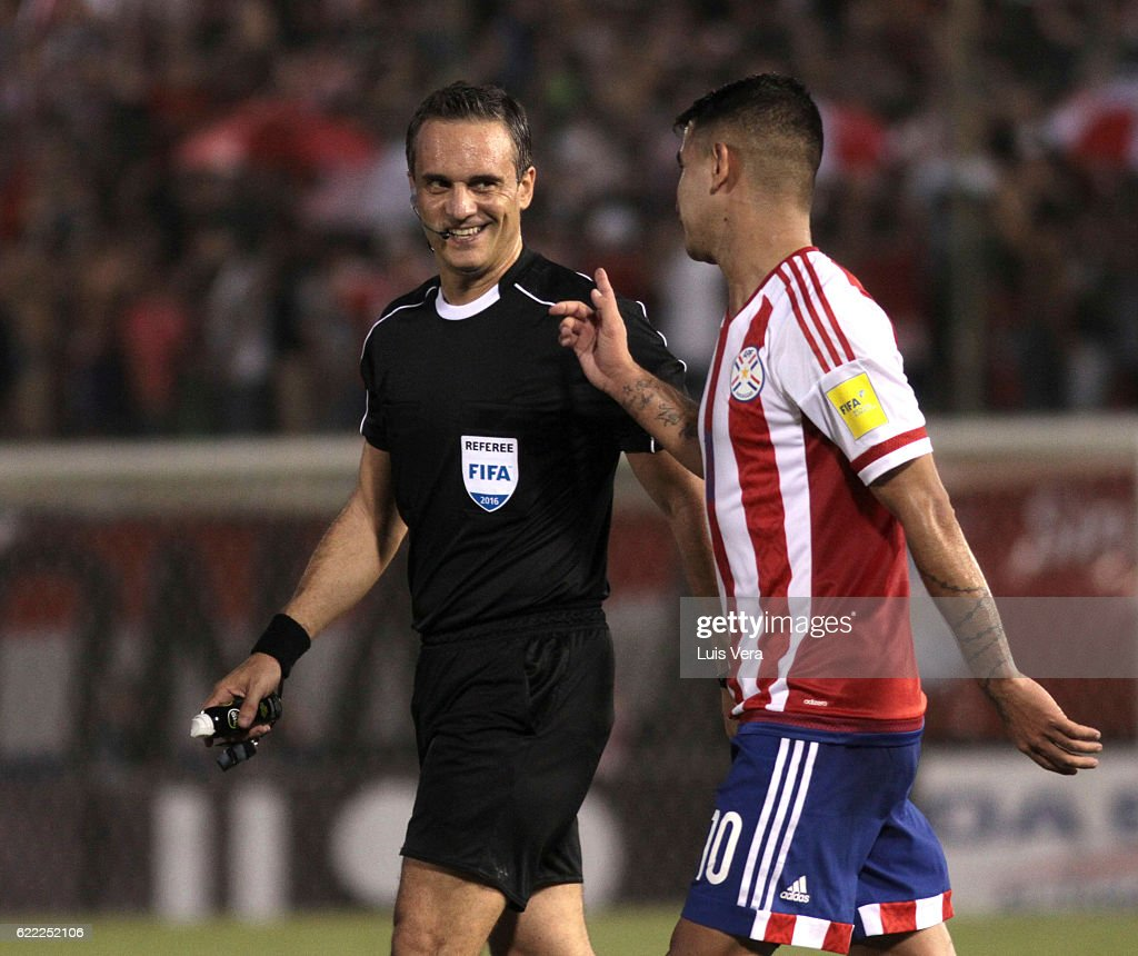 Referee Martin Lousteau talks to Derlis Gonzalez of Paraguay during a match between Paraguay and Peru as part of FIFA 2018 World Cup Qualifiers at Defensores del Chaco Stadium on November 10, 2016 in Asuncion, Paraguay.