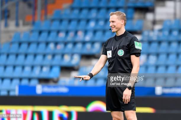 Referee Martin Petersen gestures during the Second Bundesliga match between VfL Bochum 1848 and SpVgg Greuther Fürth at Vonovia Ruhrstadion on June...