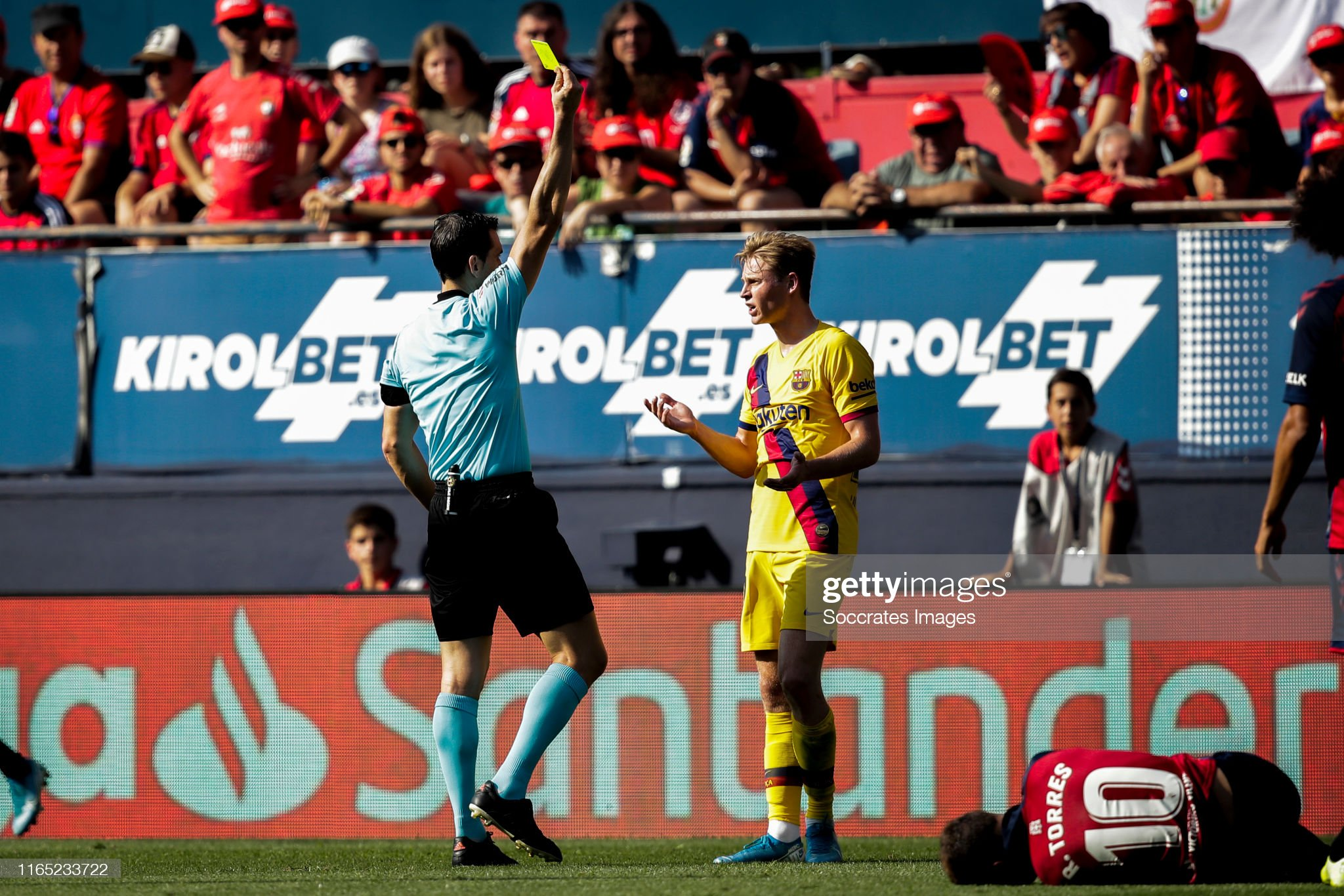 صور مباراة : أوساسونا - برشلونة 2-2 ( 31-08-2019 )  Referee-martinez-munuera-frenkie-de-jong-of-fc-barcelona-torres-of-ca-picture-id1165233722?s=2048x2048