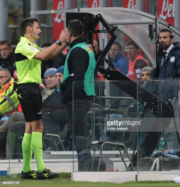 Referee Maurizio Mariani check the VAR during the Serie A match between FC Internazionale and Udinese Calcio at Stadio Giuseppe Meazza on December 16...