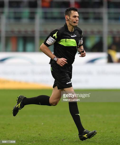 Referee Maurizio Mariani runs during the serie A match between AC Milan and AC Chievo Verona at Stadio Giuseppe Meazza on March 18 2018 in Milan Italy