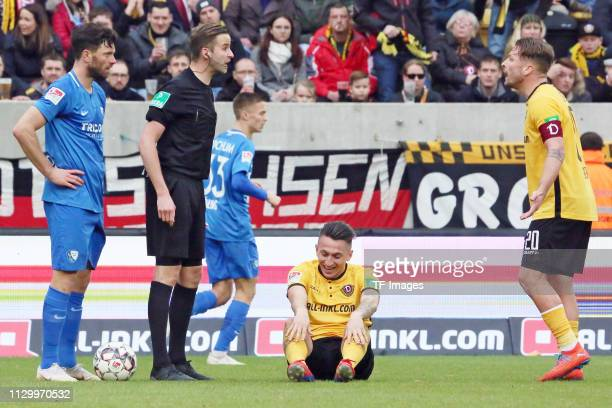 Referee Michael Bacher speaks with Patrick Ebert of Dynamo Dresden during the second Bundesliga match between Dynamo Dresden and VfL Bochum 1848 at...