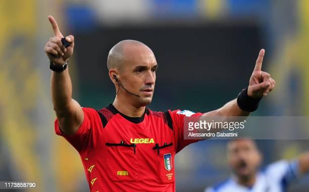 Referee Michael Fabbri gestures during the Serie A match between Hellas Verona and UC Sampdoria at Stadio Marcantonio Bentegodi on October 5, 2019 in...