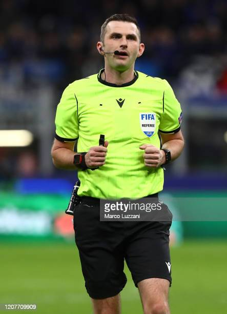 Referee Michael Oliver looks on during the UEFA Champions League round of 16 first leg match between Atalanta and Valencia CF at San Siro Stadium on...