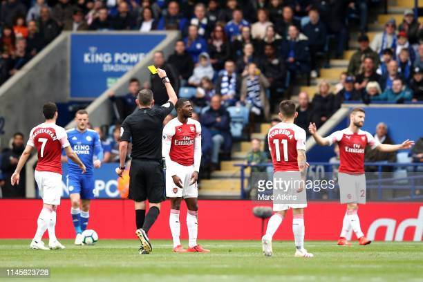 Referee Michael Oliver shows a red card to Ainsley MaitlandNiles of Arsenal as he is sent off during the Premier League match between Leicester City...