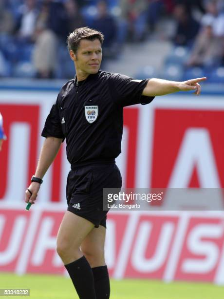 Referee Michael Weiner during the match of the Second Bundesliga between FC Hansa Rostock and Kickers Offenbach on August 7 2005 in Rostock Germany