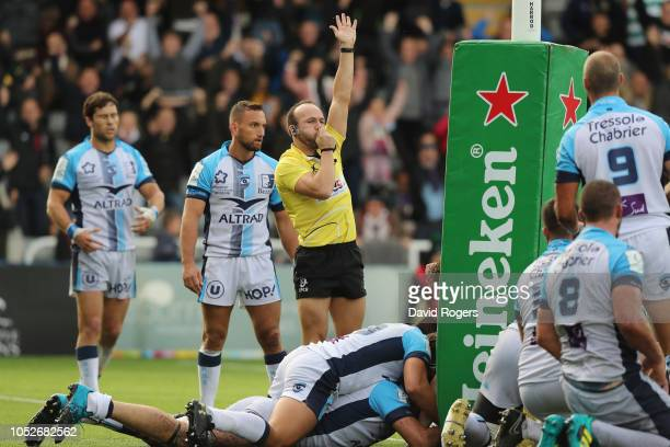 Referee, Mike Adamson awards a try in the final minute to Newcastle Falcons replacement Callum Chick to win the match during the Champions Cup match...