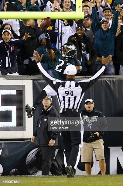 Referee Mike Carey signals touchdown as cornerback Brandon Boykin of the Philadelphia Eagles lays the ball up over the cross bar after scoring on an...