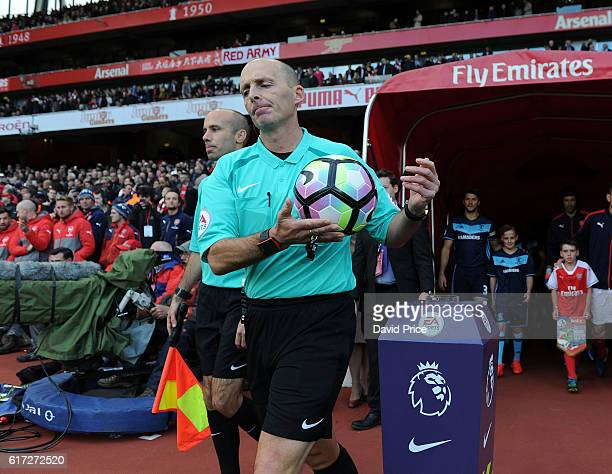Referee Mike Dean before the Premier League match between Arsenal and Middlesbrough at Emirates Stadium on October 22 2016 in London England
