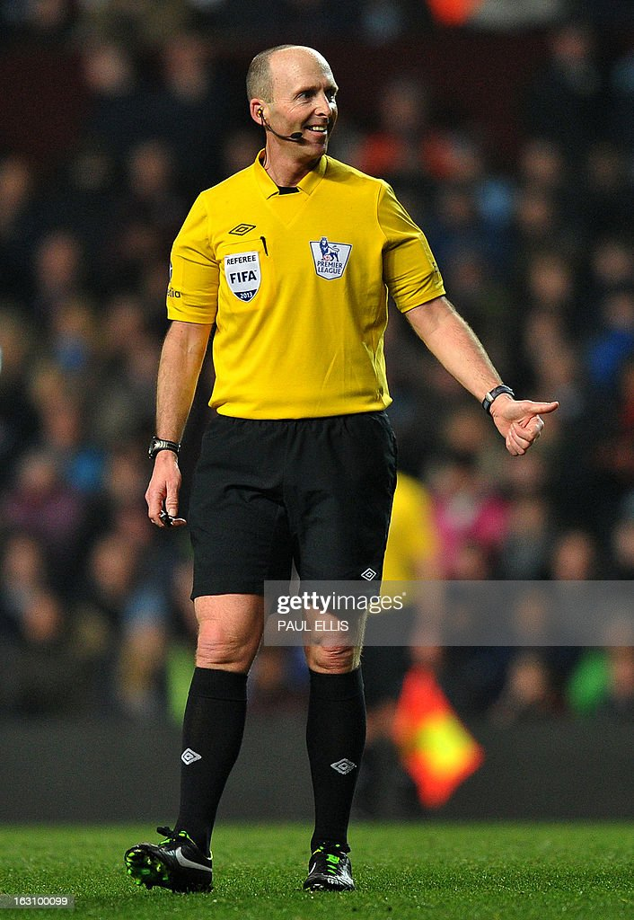 Referee Mike Dean gestures during the English Premier League football match between Aston Villa and Manchester City at Villa Park in Birmingham, central England, on March 4, 2013. AFP PHOTO/Paul Ellis