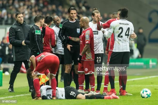Referee Mittwoch speaks with Deniz Aytekin and Nigel de Jong of Mainz during the DFB Cup match between Eintracht Frankfurt and 1 FSV Mainz 05 at...