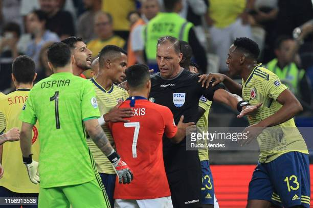 Referee Nestor Pitana argues with Alexis Sanchez of Chile during the Copa America Brazil 2019 quarterfinal match between Colombia and Chile at Arena...