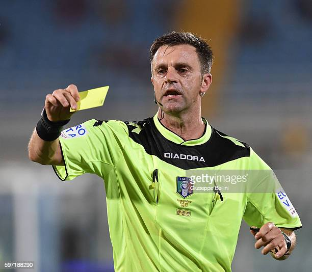 Referee Nicola Rizzoli during the Serie A match between FC Crotone and Genoa CFC at Adriatico Stadium on August 28 2016 in Pescara Italy