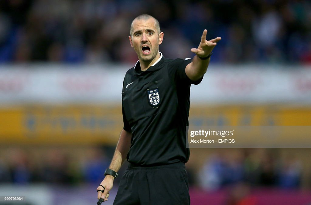 Referee Nigel Lugg News Photo - Getty Images