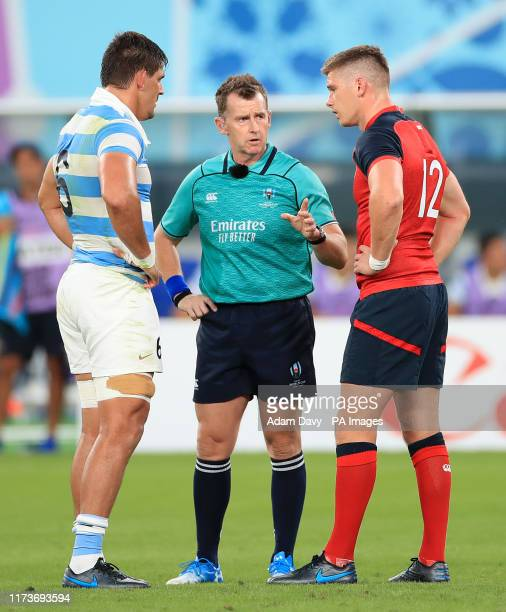 Referee Nigel Owens speaks with Argentina's Pablo Matera and England's Owen Farrell during the 2019 Rugby World Cup Pool C match at Tokyo Stadium