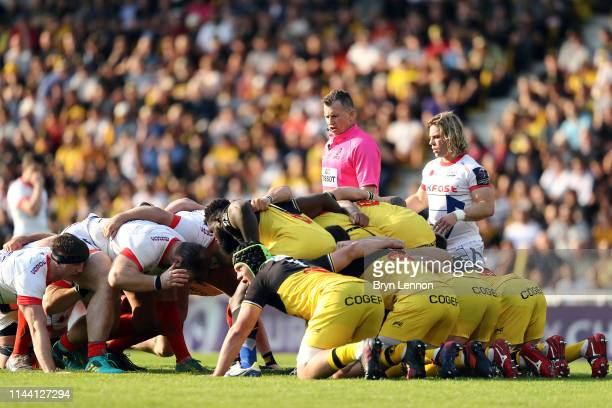 Referee Nigel Owens watches the players scrum down during the Challenge Cup Semi Final match between La Rochelle and Sale Sharks at Stade Marcel...