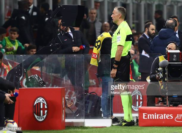 Referee Paolo Valeri consult the VAR during the Serie A match between AC Milan and US Sassuolo at Stadio Giuseppe Meazza on March 2, 2019 in Milan,...