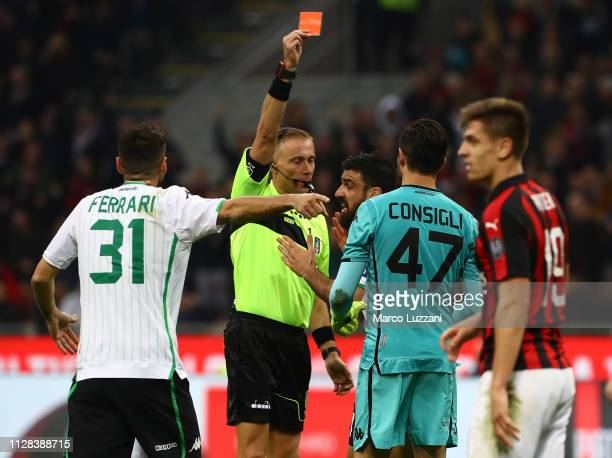 Referee Paolo Valeri shows the red card to Andrea Consigli of US Sassuolo during the Serie A match between AC Milan and US Sassuolo at Stadio...