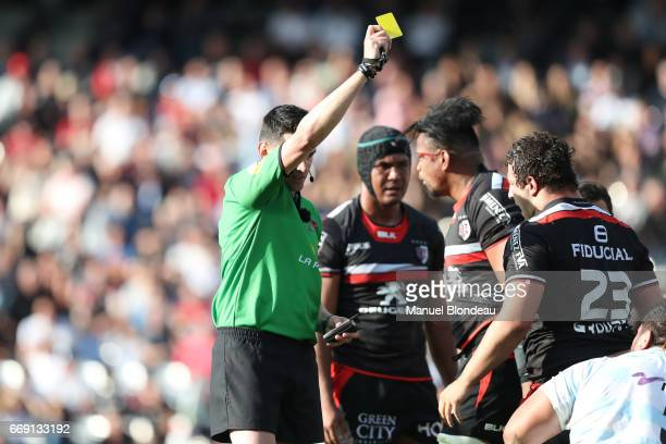 Referee Pascal Gauzere shows a yellow card to Benjamin Tameifuna of Racing 92 during the Top 14 match between Stade Toulousain and Racing 92 on April...