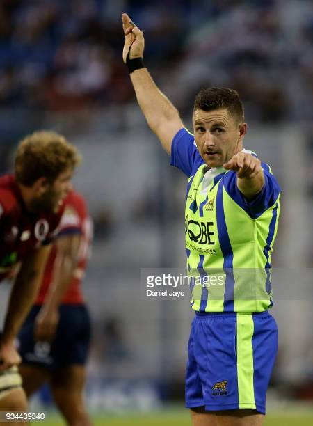 Referee Paul Williams gestures during a match between Jaguares and Reds as part of the fifth round of Super Rugby at Jose Amalfitani Stadium on March...