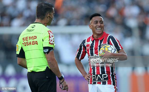 Referee Pericles Bassols Pegado Cortez gives advise to the Cueva of Sao Paulo during the match between Corinthians and Sao Paulo for the Brazilian...