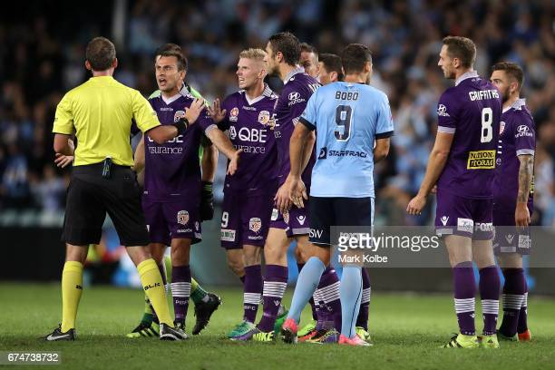 Referee Peter Green holds his hand up to Liam Reddy Andy Keogh and Dino Djulbic of the Glory as they make their point after a Sydney FC goal during...