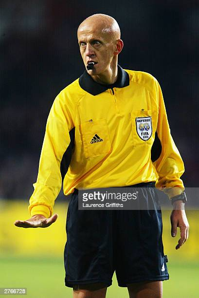 Referee Pierluigi Collina during the UEFA European Championships 2004 playoff second leg match between Norway and Spain held on November 19 2003 at...