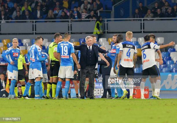 Referee Pino Giacomelli and SSC Napol players and Carlo Ancelotti coach of SSC Napoli during the Serie A match between SSC Napoli and Atalanta BC at...