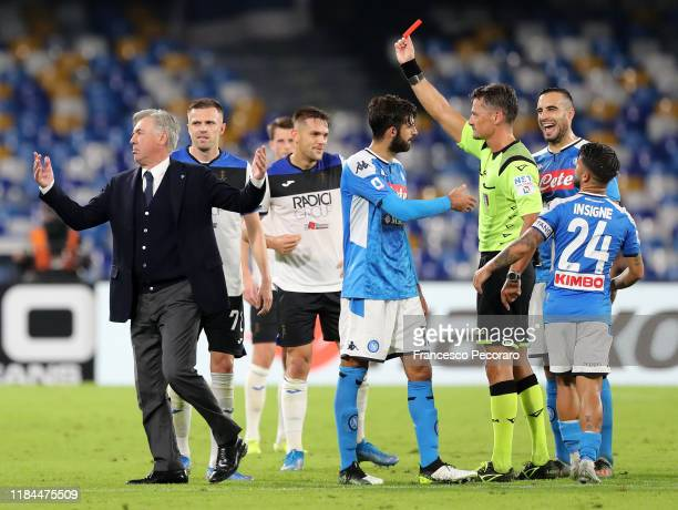 Referee Pino Giacomelli shows the red card to Carlo Ancelotti coach of SSC Napoli during the Serie A match between SSC Napoli and Atalanta BC at...