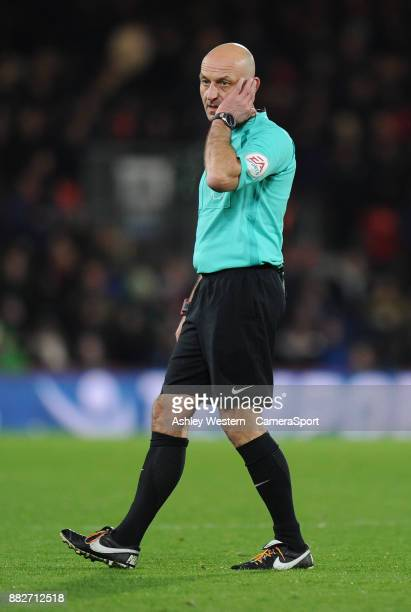 BOURNEMOUTH ENGLAND NOVEMBER Referee Roger East during the Premier League match between AFC Bournemouth and Burnley at Vitality Stadium on November...