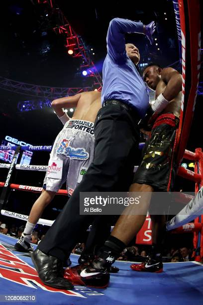 Referee Russell Mora stops the fight as Emanuel Navarrete wins by knockout against Jeo Santisimaduring their bout for Navarrete's WBO junior...