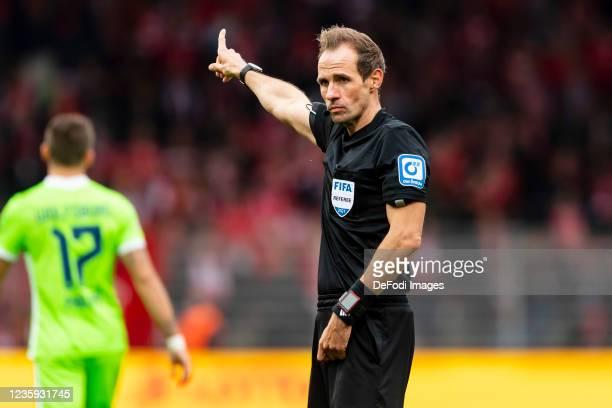 Referee Sascha Stegemann gestures during the Bundesliga match between 1. FC Union Berlin and VfL Wolfsburg at Stadion An der Alten Foersterei on...