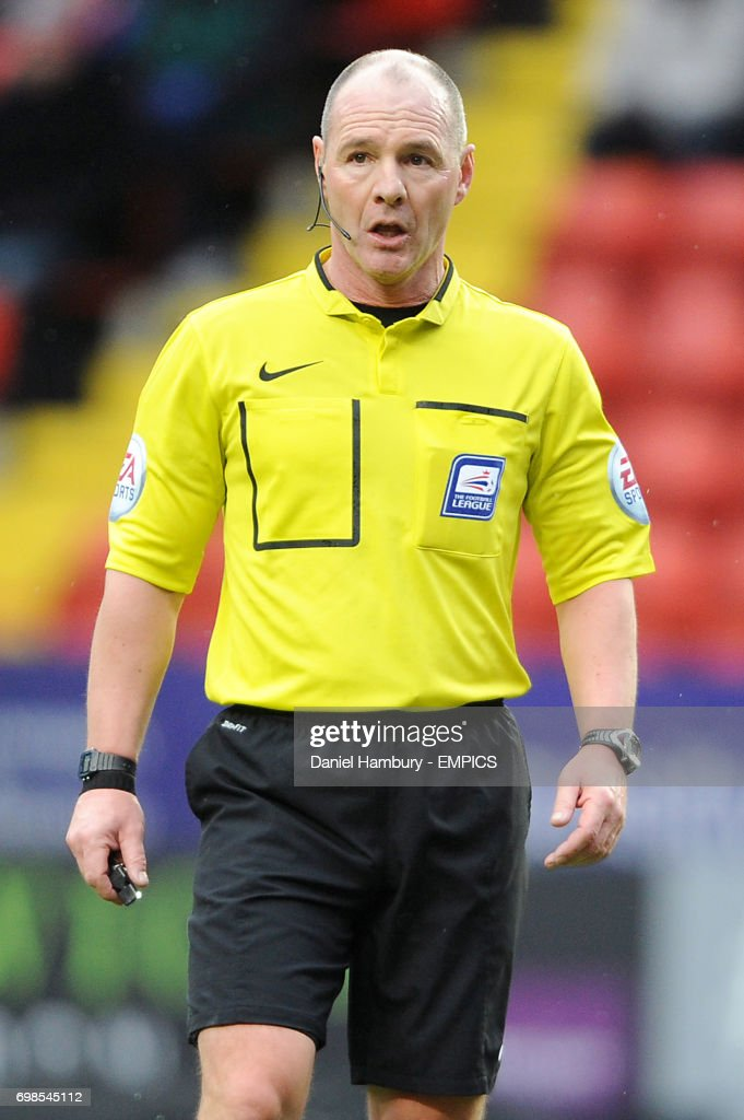 Referee Scott Duncan  News Photo - Getty Images