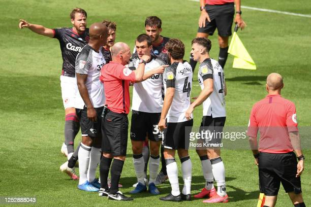 Referee Scott Duncan shows the red card to Tom Lawrence of Derby County and Matt Miazga of Reading at the end of the Sky Bet Championship match...