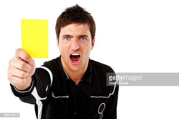 schiedsrichter zeigt die gelbe karte auf weiß - schiedsrichter stock-fotos und bilder