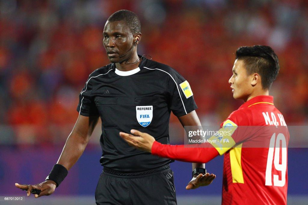 Referee Sidi Alioum of Cameroon talks to Quang Hai Nguyen of Vietnam during the FIFA U-20 World Cup Korea Republic 2017 group E match between Vietnam and New Zealand at Cheonan Baekseok Stadium on May 22, 2017 in Cheonan, South Korea.