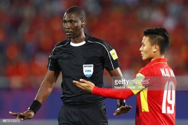 Referee Sidi Alioum of Cameroon talks to Quang Hai Nguyen of Vietnam during the FIFA U20 World Cup Korea Republic 2017 group E match between Vietnam...