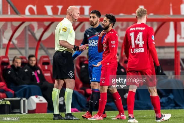 referee Siemen Mulder Alireza Jahanbakhsh of AZ Cristian Cuevas of FC Twente during the Dutch Eredivisie match between FC Twente Enschede and AZ...