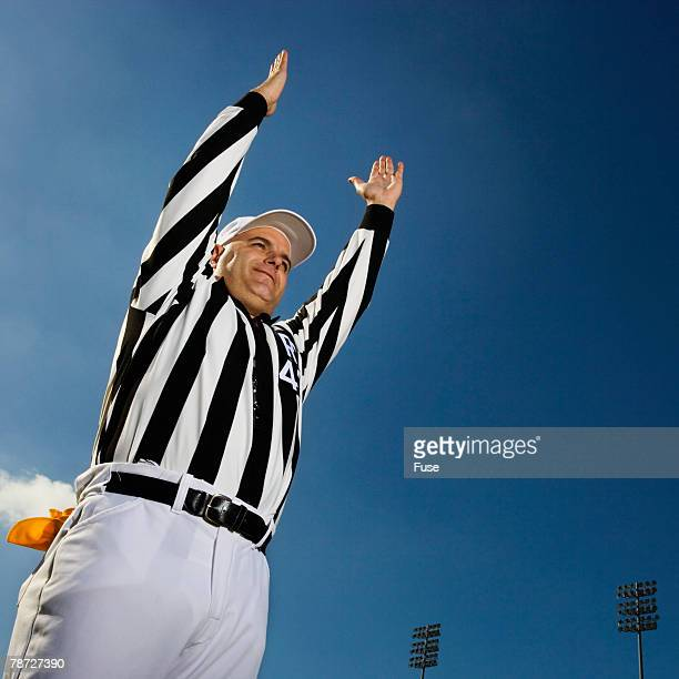 referee signaling score - american football referee stock pictures, royalty-free photos & images