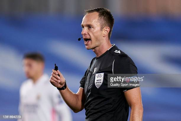 Referee SrdjanJovanovic reacts during the UEFA Champions League Group B stage match between Real Madrid and Shakhtar Donetsk at Estadio Alfredo Di...